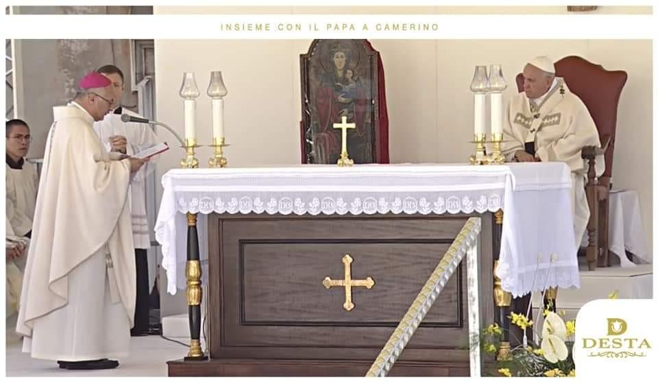 I paramenti Desta per la visita di Papa Francesco ai terremotati di Camerino
